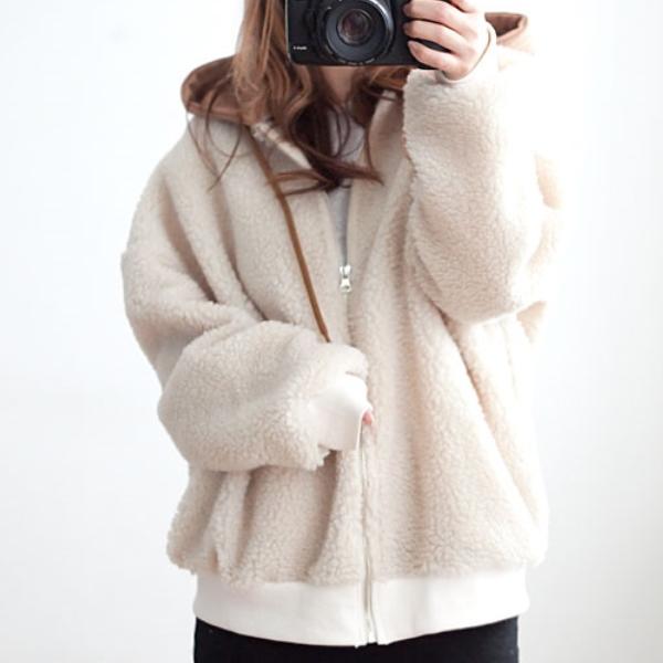 毛絨絨背後布貼外套