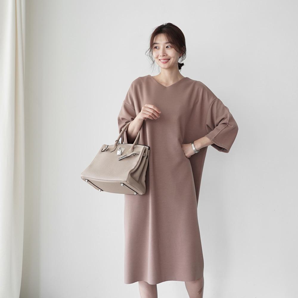 純色寬鬆V領洋裝