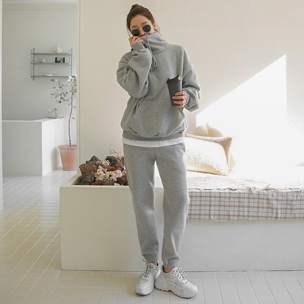 舒適率性高領純色套裝