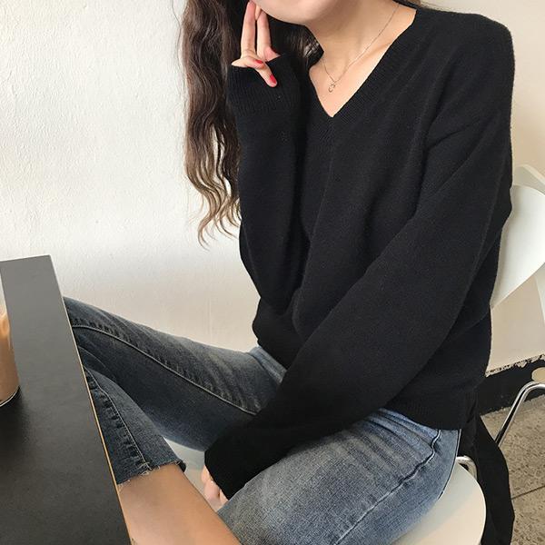 淡雅純色V領針織毛衣