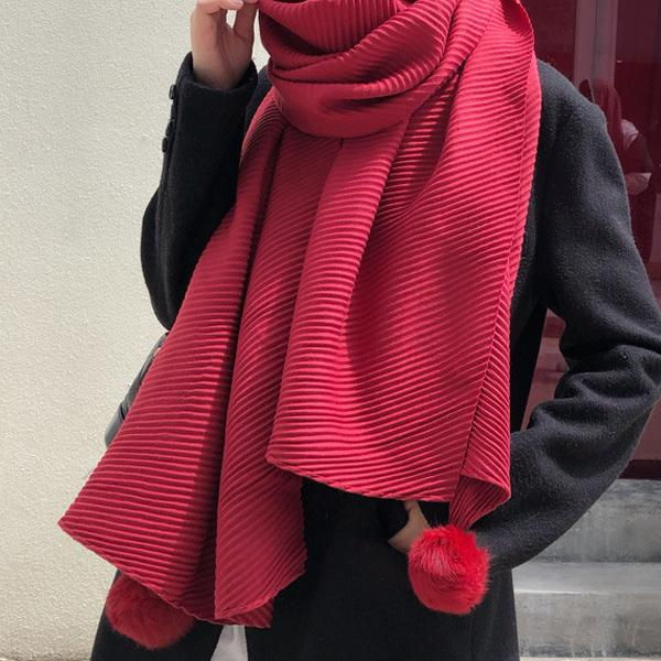 百搭壓皺毛球圍巾