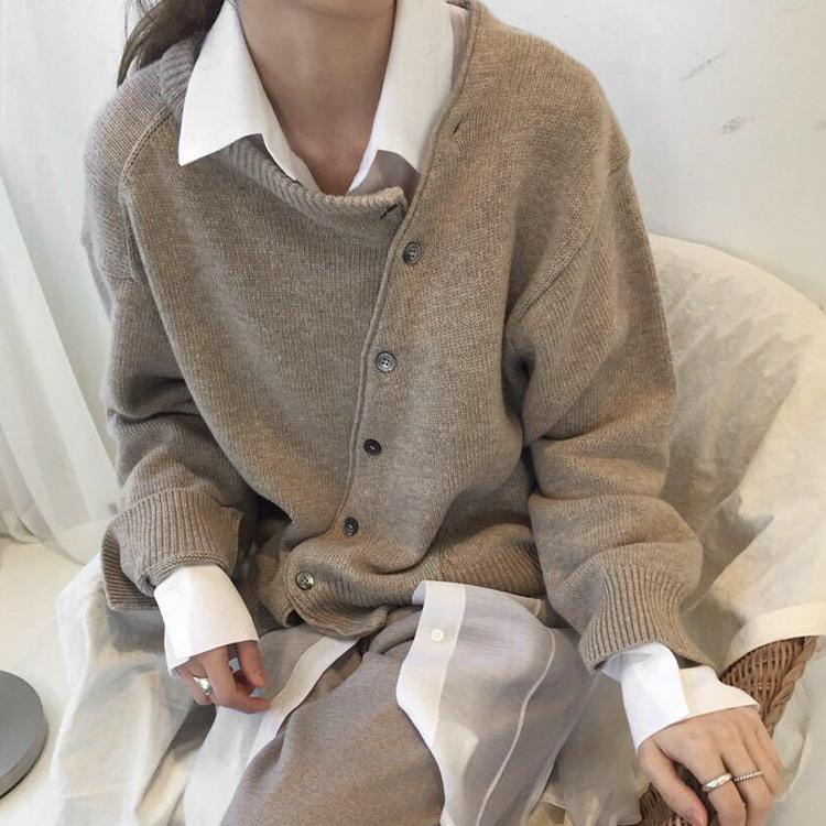 不規則斜釦針織上衣