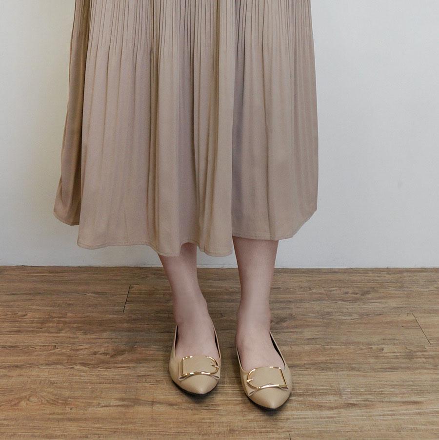 婉約風金屬釦尖頭包鞋