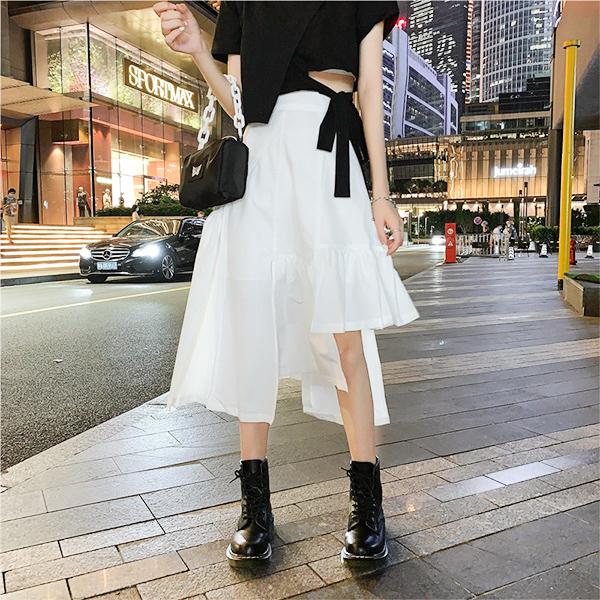 白色設計款不規則長裙