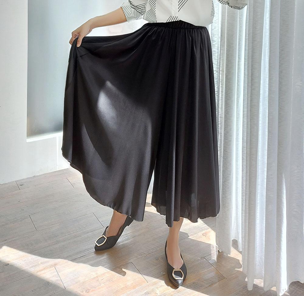 時尚飄逸垂墜感緞面寬褲
