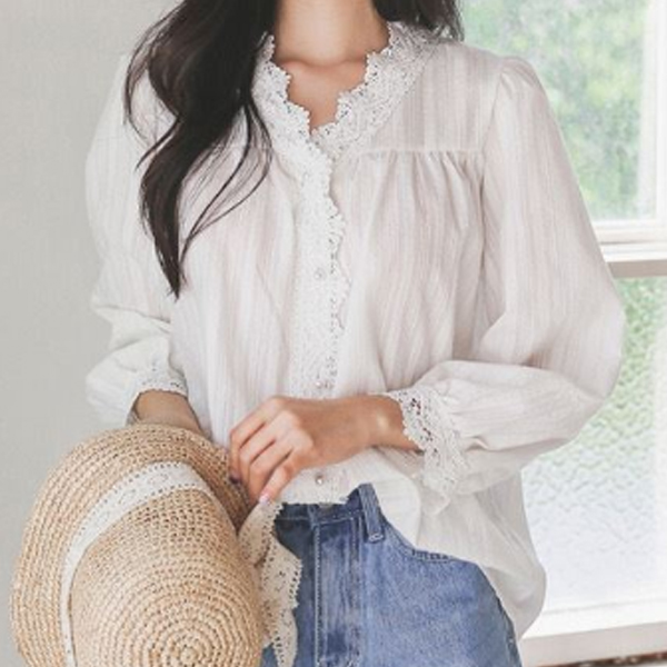 恬靜素雅蕾絲邊領襯衫